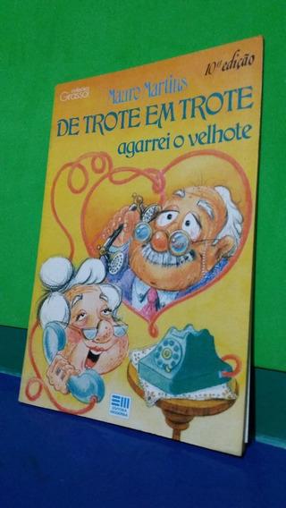 Livro De Trote Em Trote Agarrei O Velhote - Mauro Martins