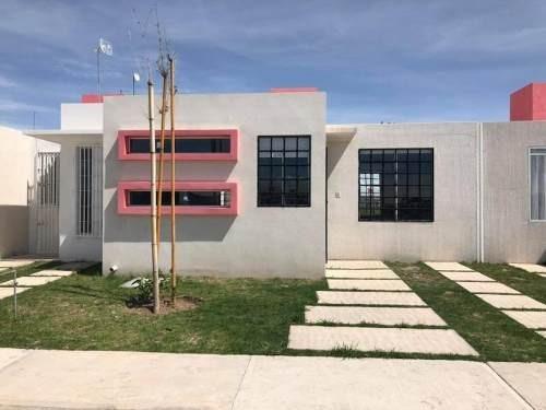 Casa Sola En Venta Casa Con Espacios Amplios, 2 Rec, Estudio
