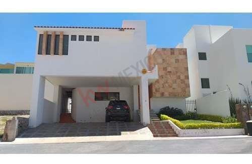 Casa Amueblada En Renta En Club De Golf La Loma, San Luis Potosi $60,000.00 Con Acción Incluida