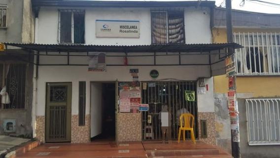 Casa De Dos Pisos Dividida, Incluye Local Comercial
