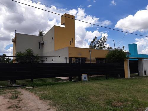 Casa En Venta De 3 Dormitorios.