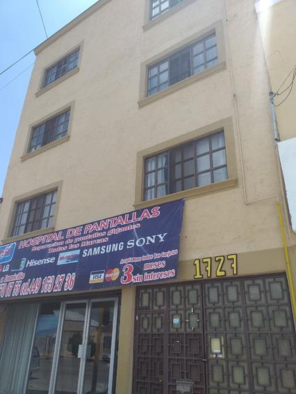 Oficina Al Centro De La Ciudad Ubicada En Tercer Piso