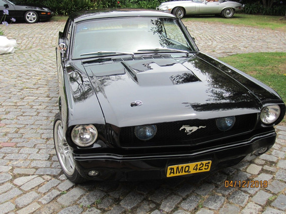 Ford Mustang 64 1/2 Black - Macome Classic.