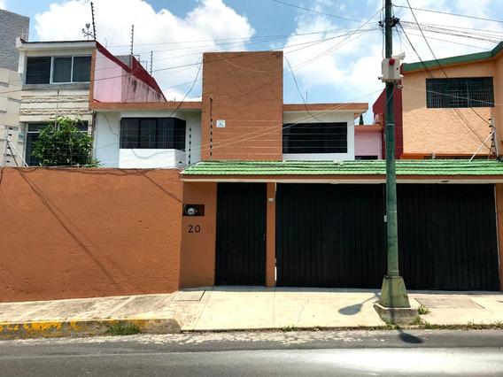Casa Con Mucha Luz, Excelente Ubicacion 4 Recamaras 3 Baños