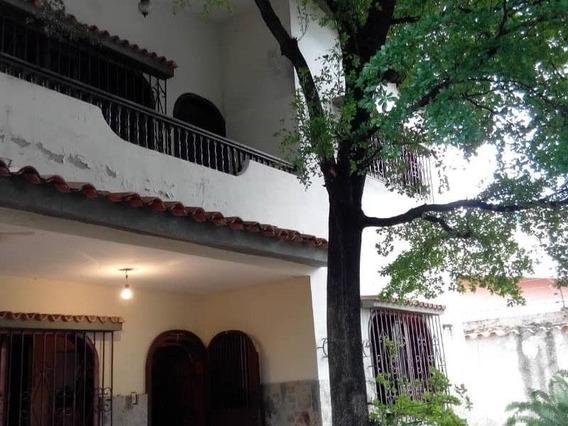Casa En La Urb. Las Chimeneas, Valencia. Cod: Nac-232
