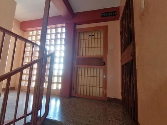 Apartamento En Venta Los Crepusculos 20-91 J&m 04120580381