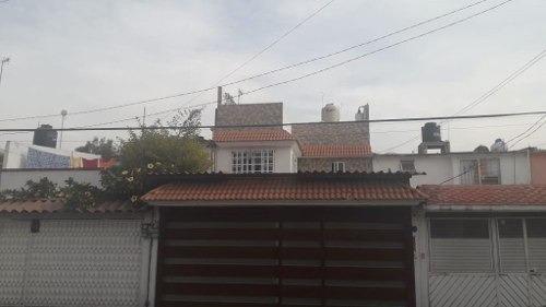 Amplisima Casa De Tres Niveles