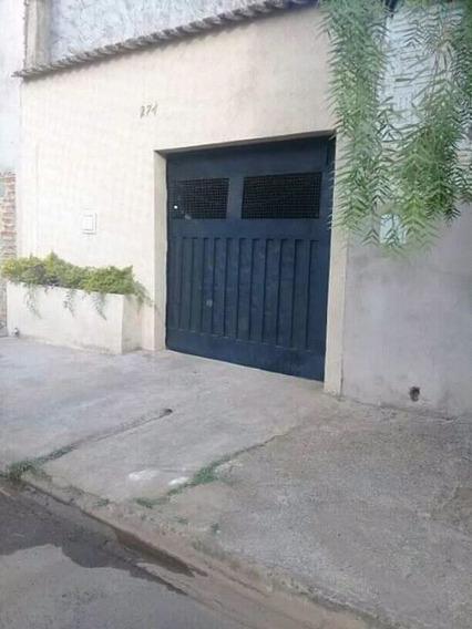Casa De Sala, Cozinha 1 Quarto, Banheiro, Garagem.