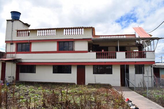 Casa Con De Campo Con 2 Departamentos Proyección A 3er Piso