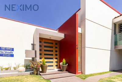 Preciosa Casa En Venta En Bugambilias 1ra. Sección