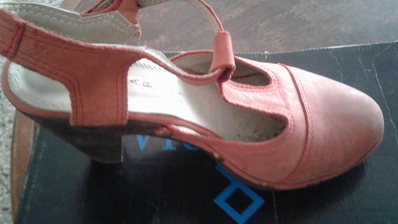 Zapatos Color Coral Una Postura