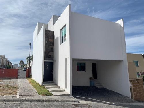 Casa En Venta En El Saucedal, Detras De Paseo Destino