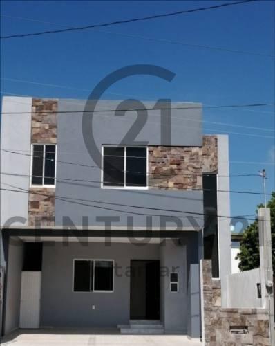 Casa Nueva De 2 Niveles En Venta, Col. Arenal, Tampico, Tamaulipas.