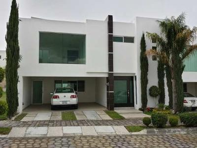 Vendo Amplia Casa En Lomas De Angelopolis Secc. 1