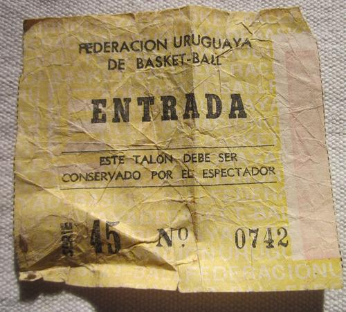 Imagen 1 de 2 de  Entrada De Federacion Uruguaya De Basquetbol Fines Del 70