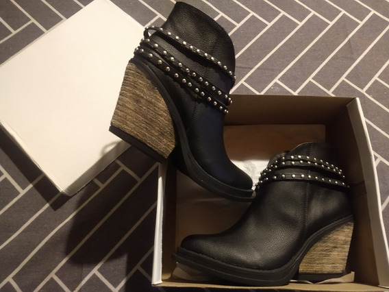Botas Negras Con Tachas. Excelente Precio!!