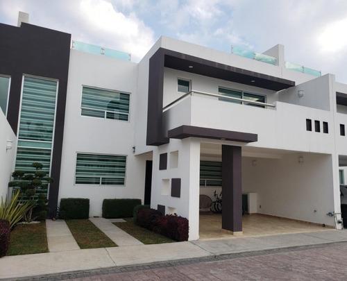Casa De 4 Recamaras, Con Roof Garden,150 M2 De Terreno