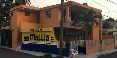 Casa De Dos Niveles Y Puntos Comerciales
