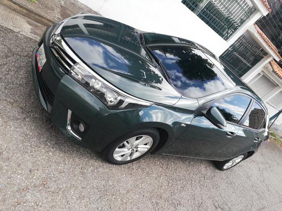 Corolla 2.00 Litros, 5 Puertas Color Verde.