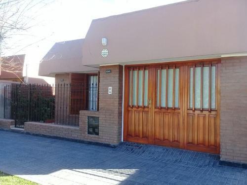 3 Dormitorios Piso Parquet, Garage, Asador , 2 Baños , Patio
