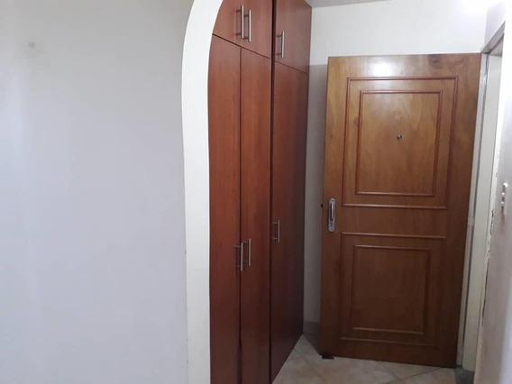 Ivan C Vende Apartamento En El Este 19-14472