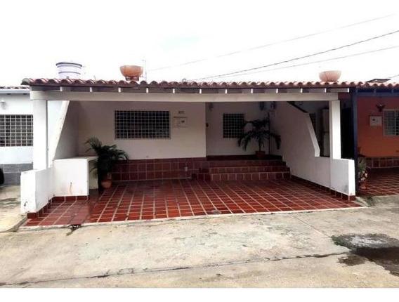 Casas En Venta Cabudare 20-19581 Rg