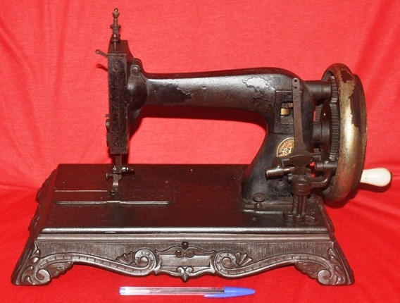 Antiga E Rara Máquina De Costura Com Base Em Ferro , Clemens