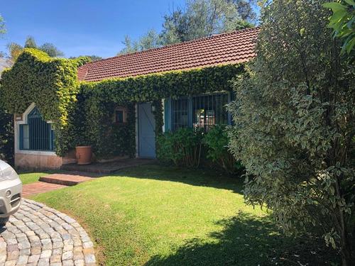 Casa En Rincón Del Indio 4 Dormitorios Y Dependencia