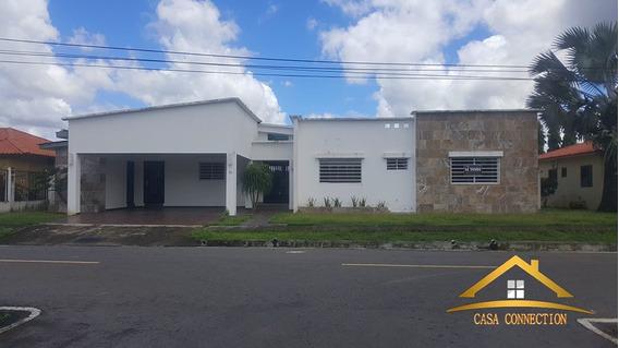 Venta De Casa Amplia Ubicada En Área Céntrica De David