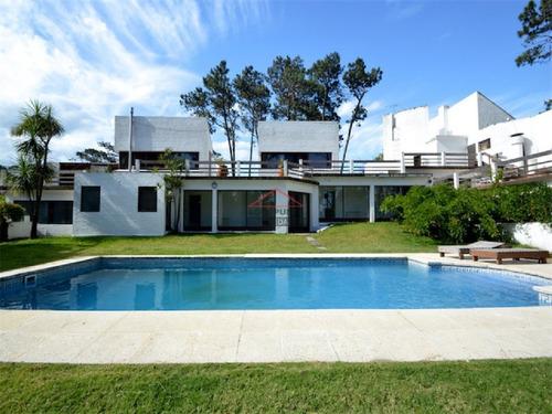 Casa En Venta Playa Mansa Punta Del Este- Ref: 5517