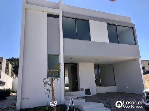 Casa En Venta Ubicada En Fracc. Los Robles, Zapopan.