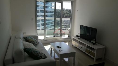 Apartamento En Brava, 1 Dormitorio- Ref: 2943