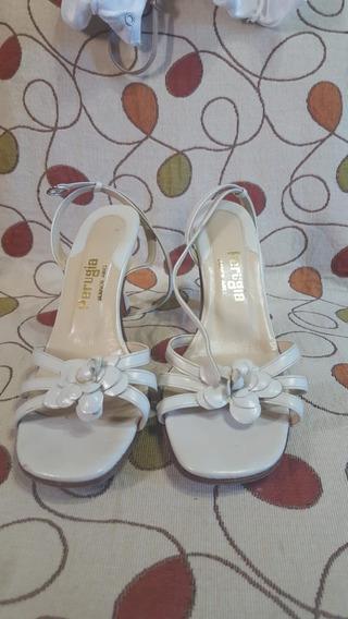 Sandalias Color Crudo Talle 38