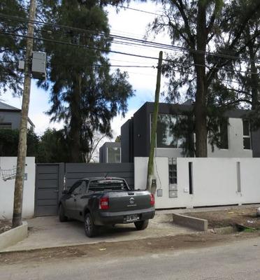 Casa Duplex Gonnet - 485 30 Y 31. Frente A San Facundo.