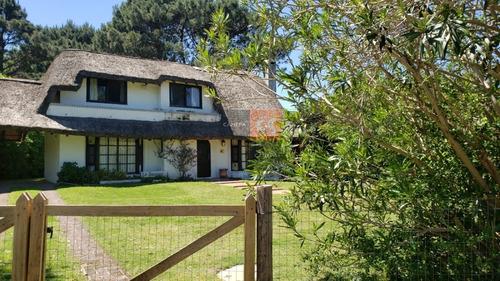 Casa En Altos De Pinares- Ref: 7221
