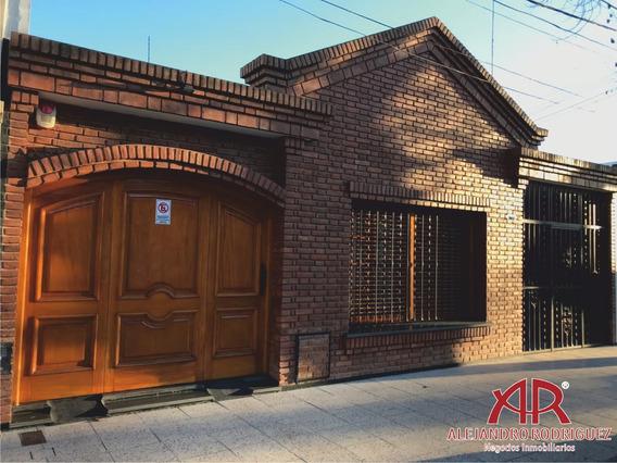 Casa Céntrica En Calle Ituzaingo, Lujan