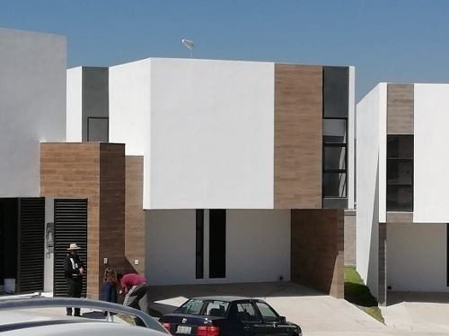 Hermosa Casa En Zibatá, Privada, Alberca, 3 Recamaras, Family Room, Jardín, Lujo