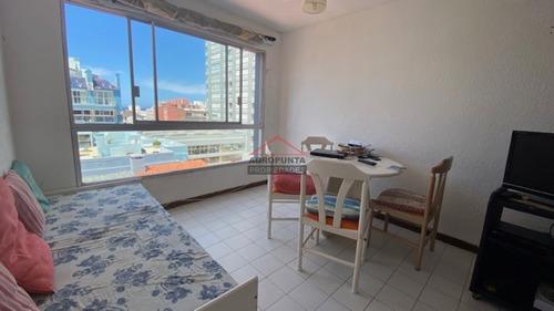 Apartamento De 1 Dormitorio En Peninsula A Una Cuadra De La Rambla Mansa.- Ref: 5372