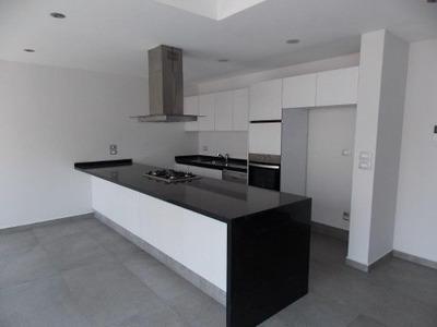 Moderna Casa En Condominio En Renta