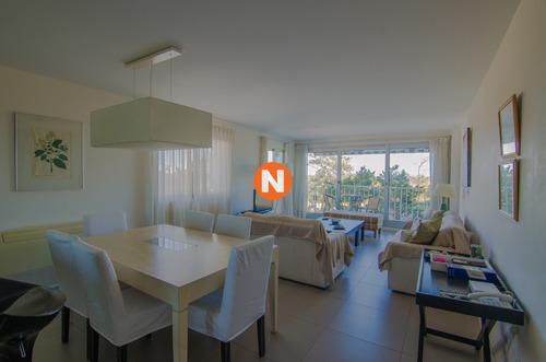 Apartamento En Venta Y Alquiler, Mansa, Punta Del Este, 2 Dormitorios.- Ref: 5653