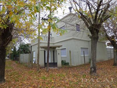 Casa En Venta En City Bell Calle 14c Esq. 465 Dacal Bienes Raices