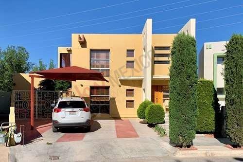 Casa En Venta, Frente A Parque, Jardines De Aragón, En Excelentes Condiciones Y Equipada.