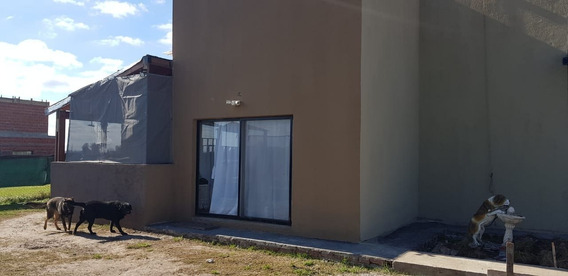 Venta Casa En Funes Con Varios Dormitorios Oportunidad