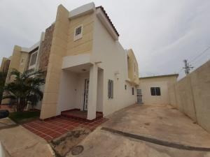 Alquilo Townhouse En La Zona Norte Mls:20-732karlapetit