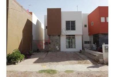 Renta Casa Amueblada 3 Recamaras, Fraccionamiento Privado Con Alberca. Al Norte De La Ciudad