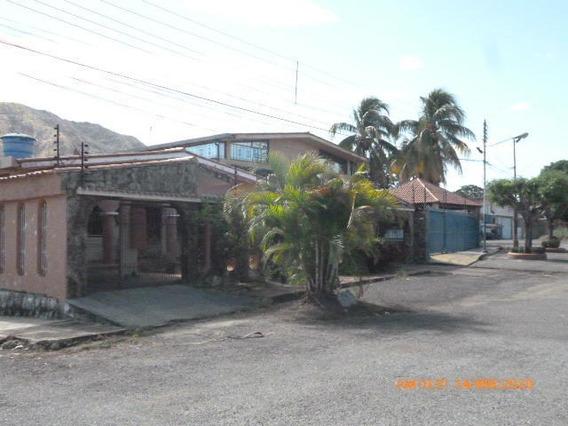 Casa En Venta. S.j De Los Morros. Cod Flex 20-6508 Mg