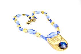 Colar Azul De Muranos E Cristais Com Pingente Dourado