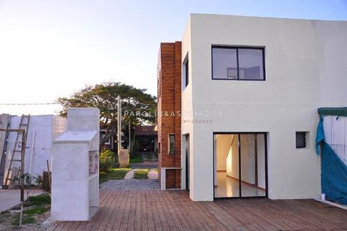 Casa En Mansa, 2 Dormitorios - Ref: 1532