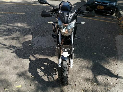 Se Vende Moto Akt Rtx 150 Usada