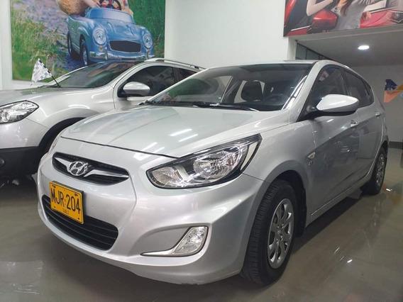 Hyundai Accent At 2013 - Seminuevo